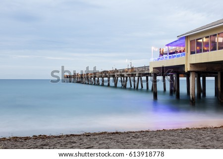 Dania beach fishing pier illuminated at dusk. Hollywood Beach, Florida, United States Zdjęcia stock ©