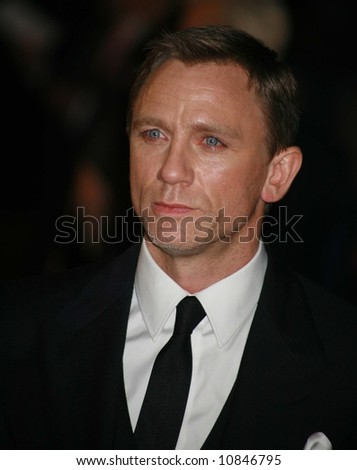 """Daniel Craig arrives at the world premiere of """"The Golden Compass"""" at the Odeon Leicester Square on November 27, 2007 in London, England"""