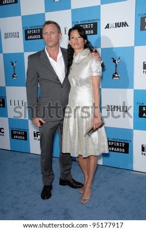 Daniel Craig & Satsuki Mitchell at Film Independent's 22nd Spirit Awards on the beach at Santa Monica, California. February 24, 2007 Santa Monica, CA Picture: Paul Smith / Featureflash