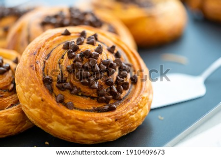 Danish Bread With Chocolate Chip Topping Foto stock ©