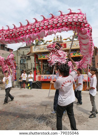 DANSHUI,TAIWAN- JUNE 7:The dragon dance show in front of Shing Shuei Yan on June 7,2011 in Danshui,Taipei,Taiwan. The fair held annually for honor of the Ching-Shui Master.