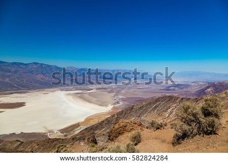 Dante's View is a viewpoint terrace at 1,669 m (5,476 ft) height, on the north side of Coffin Peak, along the crest of the Black Mountains, overlooking Death Valley. Stock fotó ©