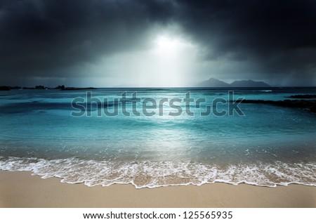 dark sky on the beach of la...