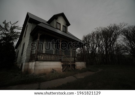 dark spooky abandoned haunted homestead on the dalles mountain ranch near goldendale Photo stock ©