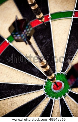 dart - bulls-eye ideal, critical hit in same center
