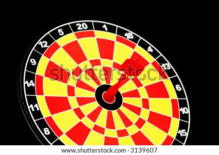 Darts board with one arrow  hitting bulls\' eye