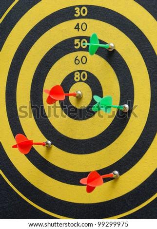 Darts to play darts at the target hit the target