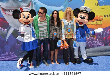 "David Arquette with Courtney Cox and Lisa Kudrow at the Opening of Disneyland's ""Finding Nemo Submarine Voyage"". Disneyland, Anaheim, CA. 06-10-07"