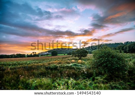 Dawn over the beautiful post-glacial landscape at Cors Caron National Nature Reserve, Tregaron, Ceredigion, Wales Foto stock ©
