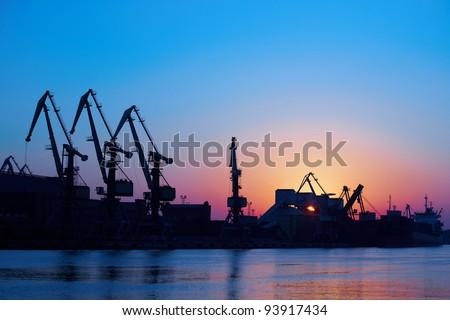 Dawning in port