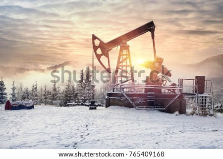 Day and night, in a severe frost and a snowstorm, a snowstorm in winter in Ukraine electric mountain pumps oil pump oil gas is a valuable raw material for energy  chemical industry Stockfoto ©