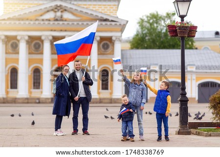 Day of the Russian Federation flag . Big friendly young full traditional Russians family holds flag. Patriots patriotism citizens nationality. Happy celebrate. 12 June. August 22 holiday.  November 4 Stockfoto ©