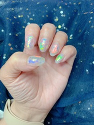 Dazzling aurora nail design in several colors