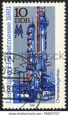 DDR - CIRCA 1981: A stamp printed in DDR   shows chemical machinery on the Austrian Trade Fair, from series, circa 1981