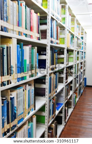 De focused /Blurred image of books on the shelves