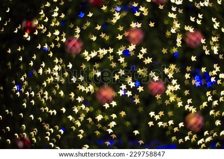 De focused star bokeh on christmas light background