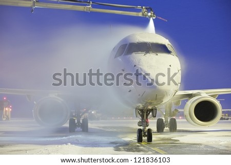 De-icing of the airplane, Vaclav Havel Airport Prague