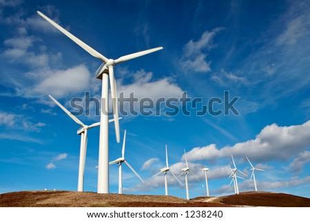 De turbineslandbouwbed rijf van de wind - stock photo