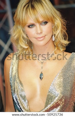 "DEAUVILLE, FRANCE - SEPTEMBER 12: Charlize Theron attends the ""The Italian Job"" Premier at the 29th Deauville American Film Festival on September 12, 2003 in Deauville, France."