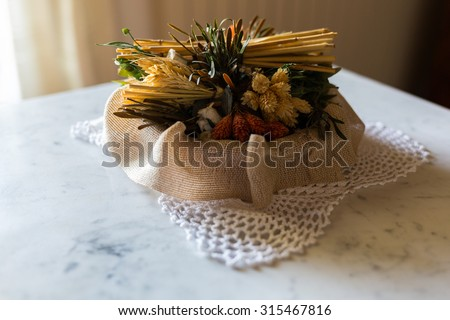 Decoration with dried flowers