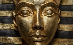 Decorative sculptures with Egyptian motives mimicking ancient faro's artifacts.