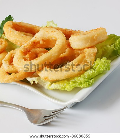 deep fried calamari with lettuce and lemon