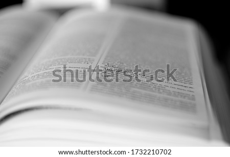 Definition in Spanish dictionary of the year 1900, looking for the word alzheimer Foto stock ©