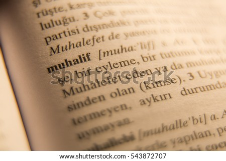 Definition of muhalif word in Turkish dictionary. Stok fotoğraf ©