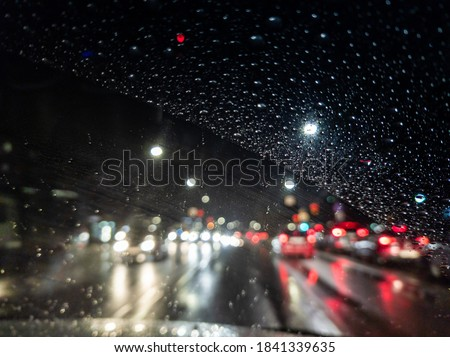 defocused photo of night driver view on city from right steering car Foto stock ©