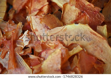 Dehydrated papaya chips-Delicious, desiccated sliced fruit