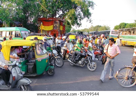 DELHI - SEP 22: Traffic jam with rickshaws, motorbikes, and vans on busy city street on September 22, 2007 in Delhi, India. All public transport runs on CNG to help cut pollution levels.