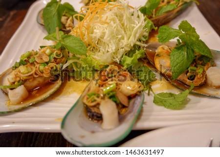 Delicious clams, delicious taste, fresh vegetables