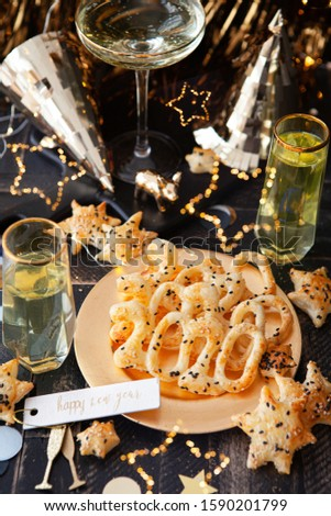 Delicious crackers and drinks for a New Years Eve Party