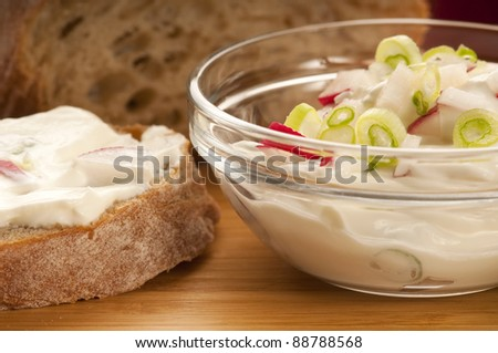 Delicious cream cheese with chives and vegetables
