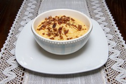 Delicious grits with fresh crispy bacon