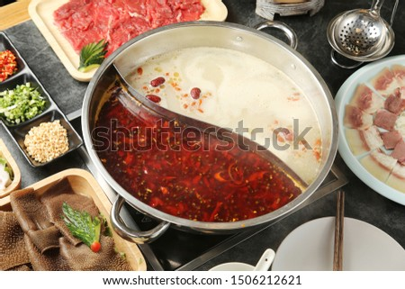 Delicious hot pot bottom is spicy