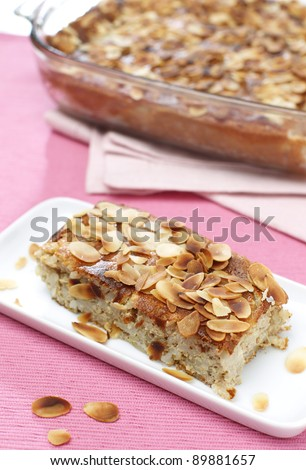 Delicious puffed rice pie with almonds