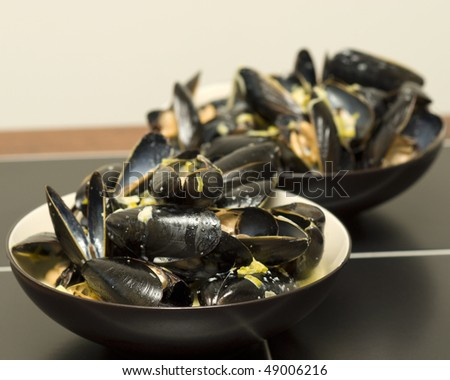 delicious steamed mussels with a leek and sherry cream sauce