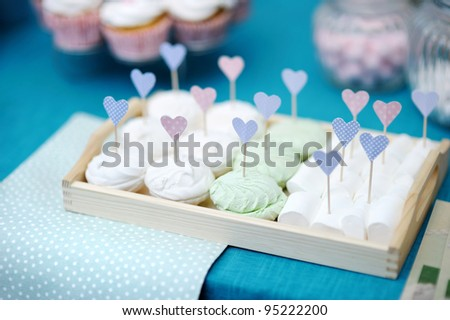 Delicious wedding marshmallows with heart-shaped sticks