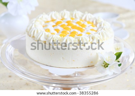 Delicious yogurt cake with oranges and cream