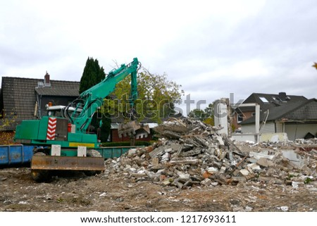 Demolition of a detached house, building rubble, rubble pile