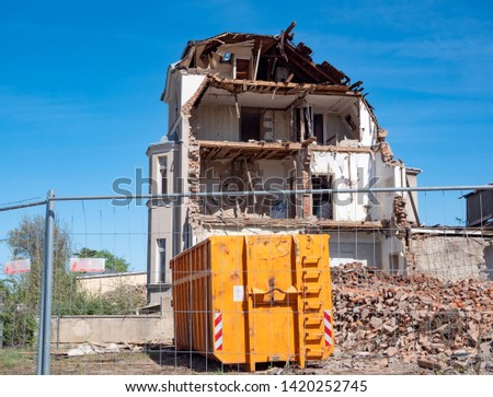 Demolition of a house with rubble container