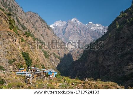 Deng village, small village in Manaslu circuit trekking route  surrounded by Himalaya mountains range in Nepal, Asia ストックフォト ©