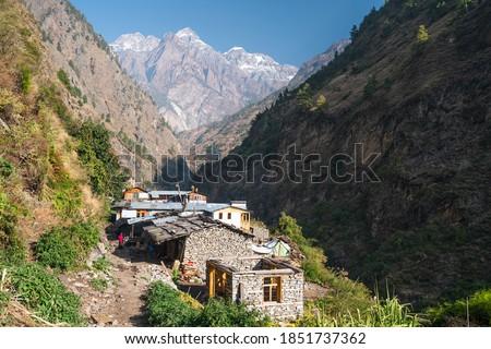 Deng village, small village in Manaslu circuit trekking route surrounded by Himalaya mountains range in Nepal, Asia. ストックフォト ©