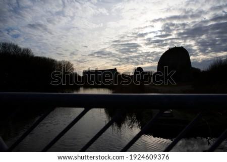 Denge Sound Mirrors in Silhouette ストックフォト ©