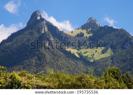 Dent de Broc and Dent du Chamois in La Gruyere, Switzerland. Foto stock ©