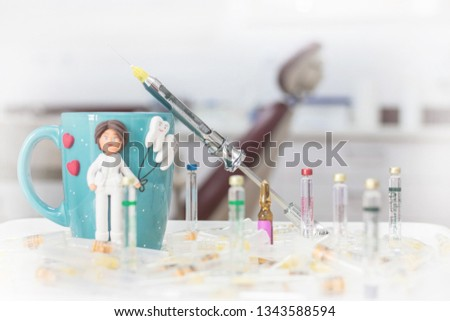 Dental carpule syringe and local anesthetics liquid for dental local anesthetic treatment