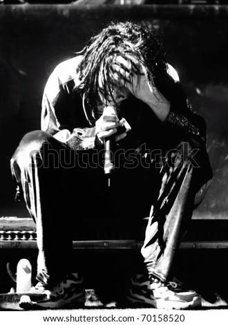 DENVER - OCTOBER 6: Jonathan Davis front man of the rock band Korn performs in concert October 6, 1998 at McNichols Arena in Denver, CO.