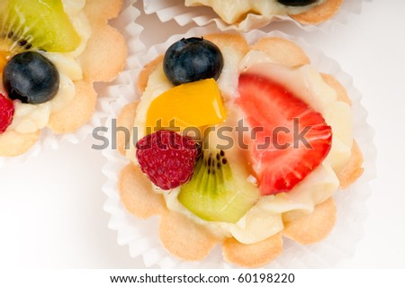 Dessert made of fruit salad over a voulavent pastry for What does canape mean in french