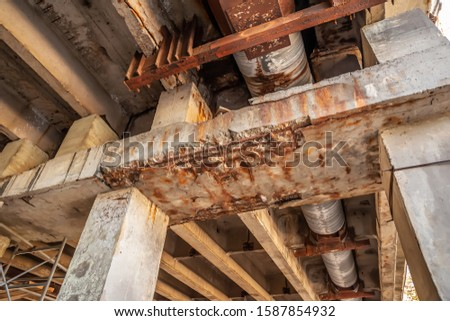 Destroyed beams on the reconstruction of the bridge